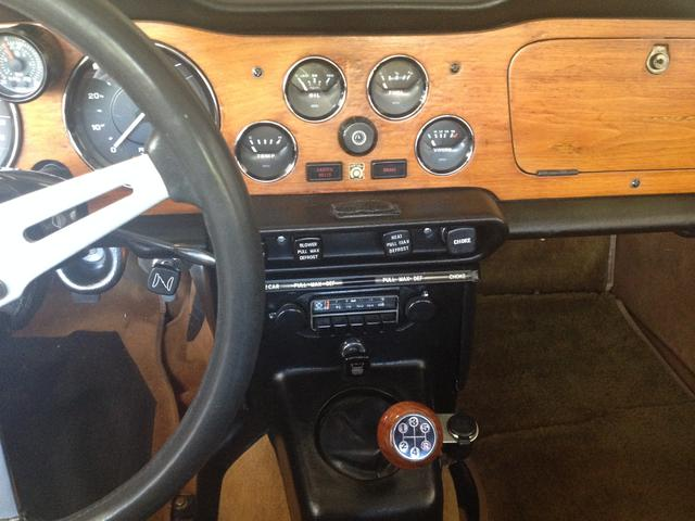 Dash + 5 speed shift knob.JPG