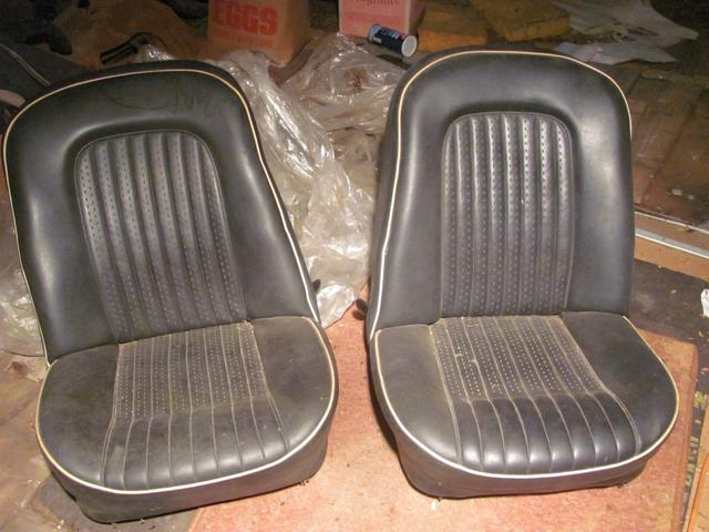 TR250 original seats 001 (Medium).JPG
