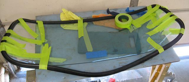 URO Parts 913442 Windshield Seal