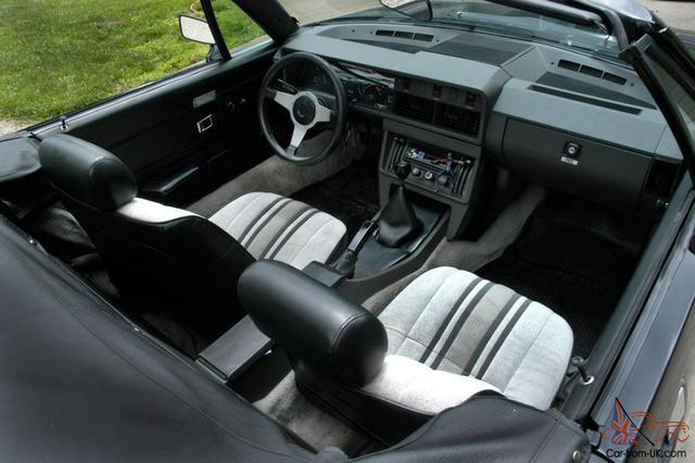 TR7 interior.jpg
