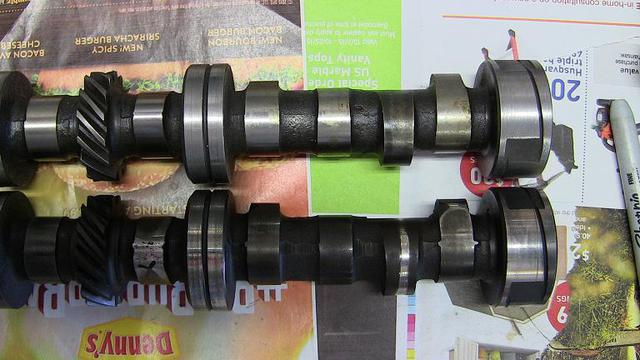 CW, IMG_6874 camshaft, old & new, 2 flats visible.JPG
