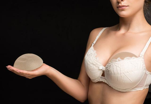 breast-implants-silicone-saline.jpg