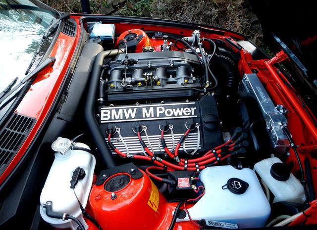 BMW E30 Bonnet Hinge.jpg